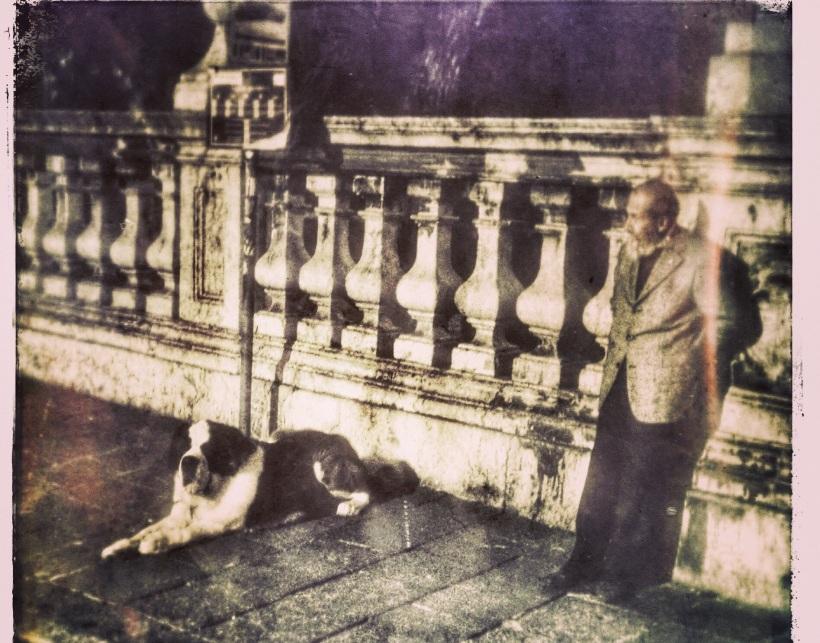 En mand og hans hund.